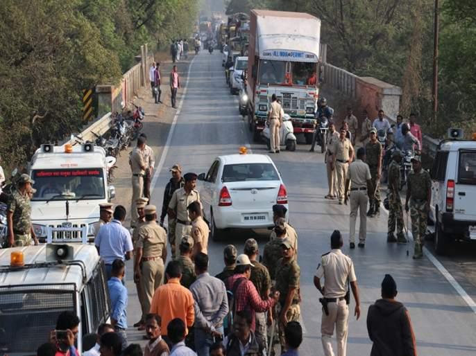An attempt to burn stones and burn drivers on 13 buses in Jalgaon district | जळगाव जिल्ह्यात १३ बसेसवर दगडफेक व चालकाला जाळण्याचा प्रयत्न