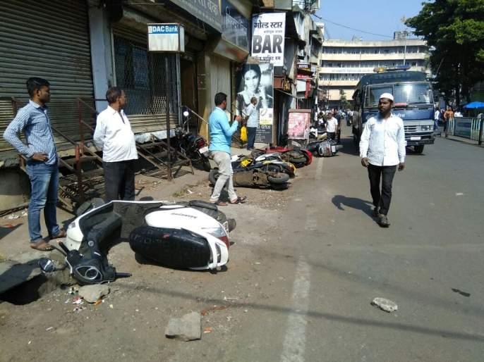 Violent turn of the bandh in Kolhapur district, Ambedkar activists attacked, police assault | कोल्हापूर जिल्ह्यात बंदला हिंसक वळण, भीमसैनिक आक्रमक, पोलिसांनाही मारहाण