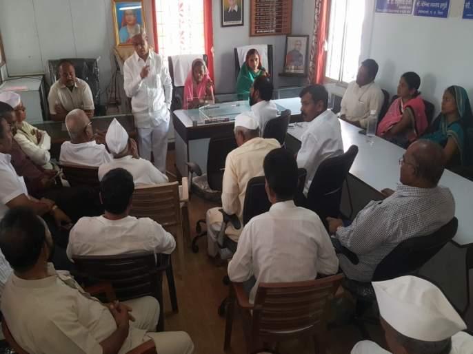 Local losses in Koregaon Bhima crash; the villagers complaint about social media | कोरेगाव भीमा दुर्घटनेत स्थानिकांचे नुकसान; सोशल मीडियामुळे गावाची बदनामी, ग्रामस्थांची तक्रार