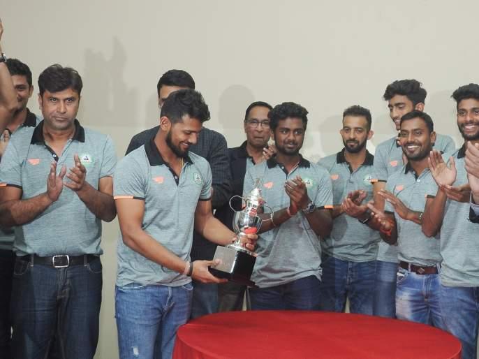 Welcome to Ranji-winning Vidarbha Sangha in Nagpur | नागपुरातरणजी विजेत्या विदर्भ संघाचे जल्लोषात स्वागत