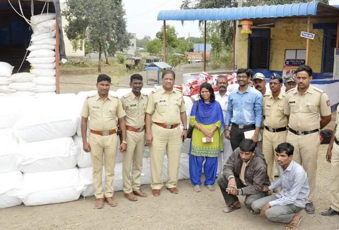 21 lakhs of gutkha seized in Majalgaon | माजलगावात २१ लाखांचा गुटखा जप्त