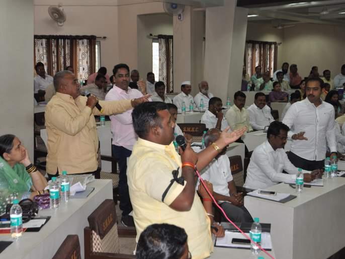 Councilor's attack against Sangli Commissioner, meeting up to 18 | सांगलीत आयुक्तांविरोधात नगरसेवकांचा हल्लाबोल, सभा १८ पर्यंत तहकूब