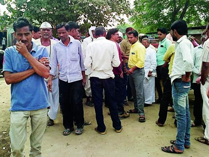 Flood of alcohol in the adoption village of Chief Minister | मुख्यमंत्र्यांच्या दत्तक गावात दारूचा महापूर