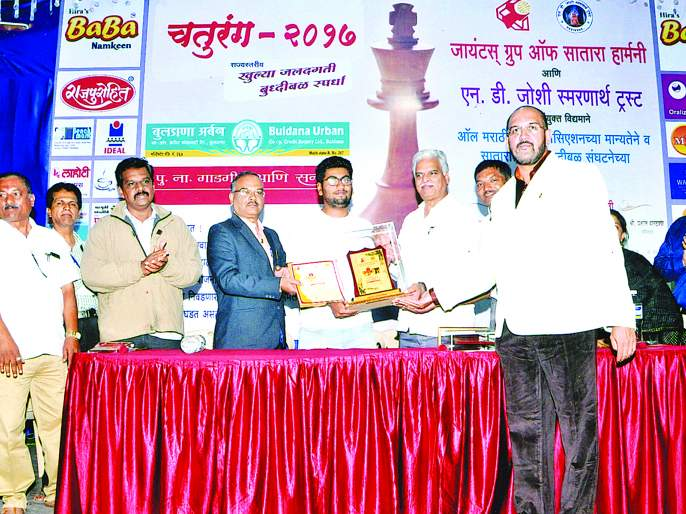Sangli's international master Sameer Kadamale winner in state level chess tournament | राज्यस्तरीय बुद्धिबळ स्पर्धेत सांगलीचा इंटरनॅशनल मास्टर समीर कठमाळे विजेता