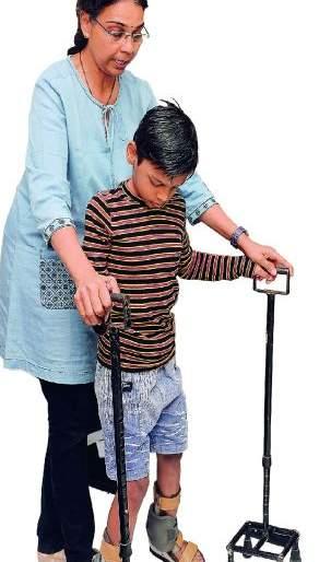 Doctors of the Nagpur, who taught the walking to specials | दिव्यांगांना चालणे शिकविणारी नागपुरातील डॉक्टर