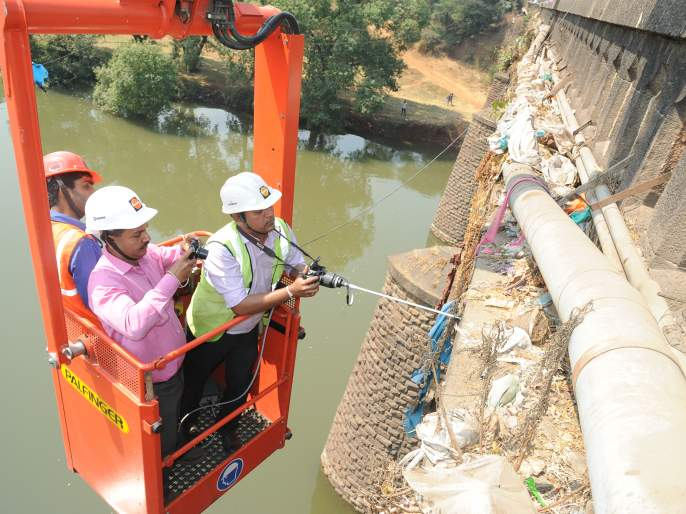 Kolhapur: The commencement of traffic started from 1 to 4 in the afternoon, construction of Shivaji bridge construction structures started Saturday   कोल्हापूर : सुरू झालेली वाहतूक शनिवारी पुन्हा दुपारी १ ते ४ बंद, शिवाजी पुल स्ट्रक्चरल आॅडिट सुरूच