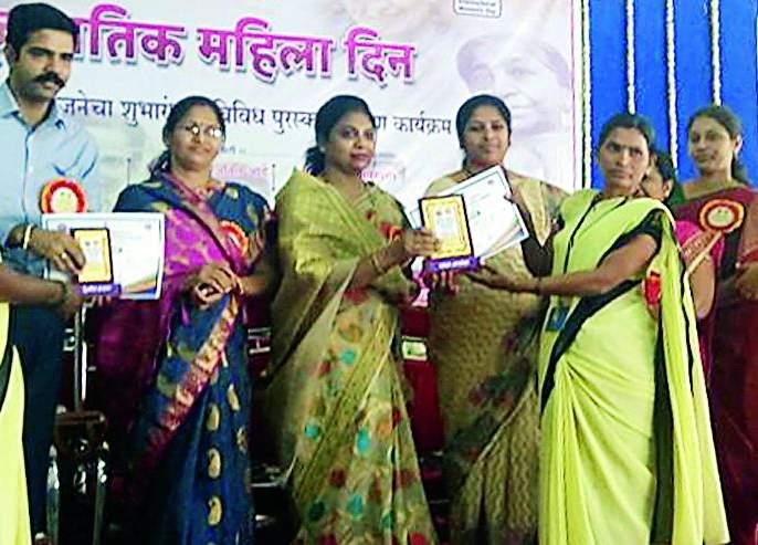 Zilla Parishad honors women | जिल्हा परिषदेतर्फे महिलांचा सन्मान