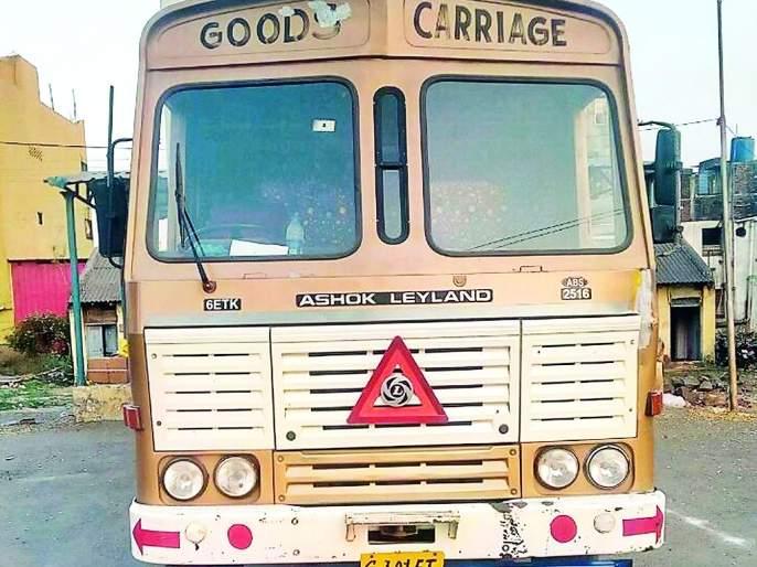 On the Nagpur-Amravati highway, robbery in the running container | नागपूर-अमरावती महामार्गावर धावत्या कंटेनरमधील साहित्य पळवले