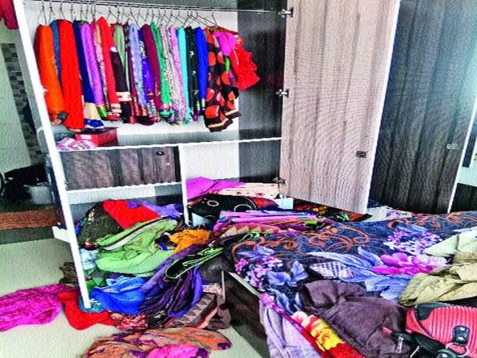 Livelihood robbery jewelery stolen from Nashik Road   नाशिकरोडला भरदिवसा घरफोडीत दागिन्यांची चोरी