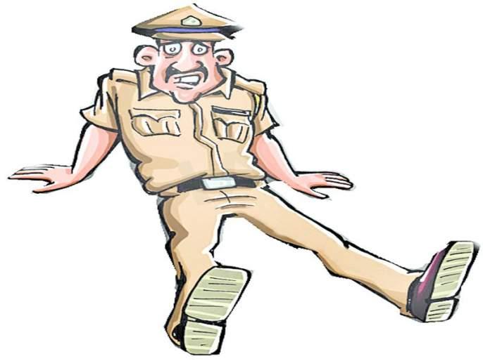 Police prisons for the private work of the Inspector General   म्महानिरीक्षकांचे खासगी काम करणाºया पोलिसांना 'बक्षिसी' ाुलीची शुश्रूषा : ग्रामीण पोलिसांचा अफलातून शोध