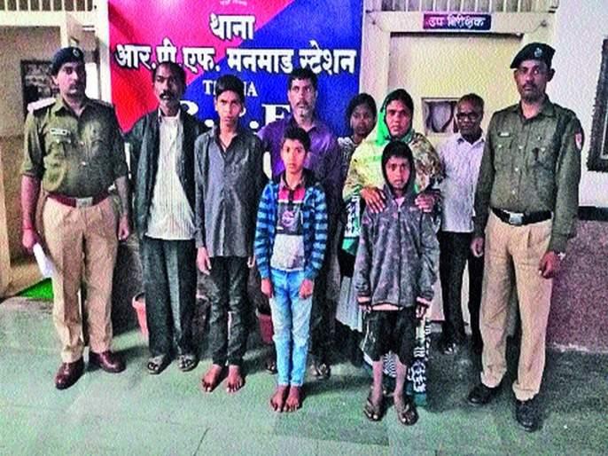 Resubution alert: students leave Chhattisgarh's parents' parental release   रेसुबची सतर्कता : अभ्यासाचा कंटाळा आल्याने सोडले घर छत्तीसगडचे विद्यार्थी पालकांच्या स्वाधीन