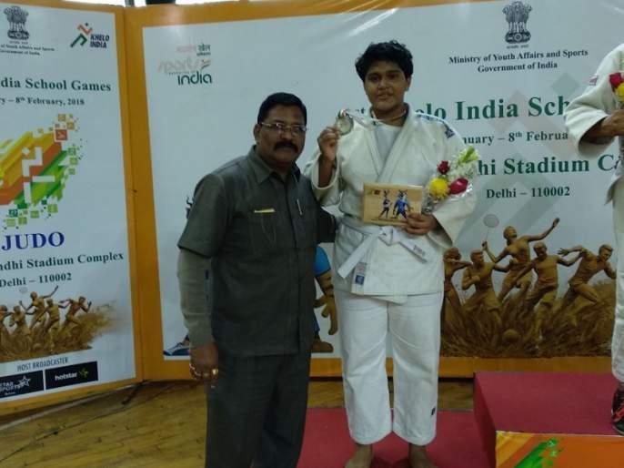 Apurva Patil's silver medal for the Games India contest   खेलो इंडिया स्पर्धेत ठाण्याच्या अपूर्वा पाटीलला रौप्यपदक