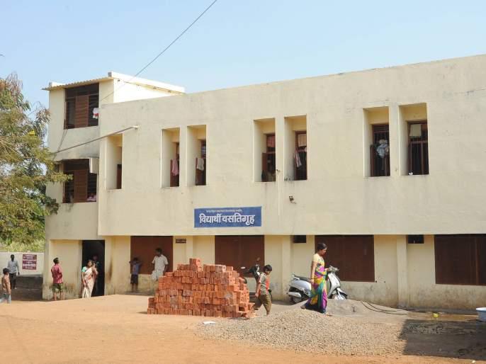 Kolhapur: Students were beaten to death by sleeping on the window; Ashram Shalas incident: Atpadi's minors murdered | कोल्हापूर : खिडकीकडेला झोपण्यावरून विद्यार्थ्यांला जीवे मारले, आश्रमशाळेतील घटना : आटपाडीच्या अल्पवयीन तरुणांवर खूनाचा गुन्हा