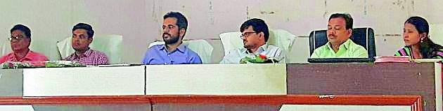 District Collector reviewed development works of Gram Panchayats | जिल्हाधिकाऱ्यांनी घेतला ग्राम पंचायतींच्या विकास कामांचा आढावा