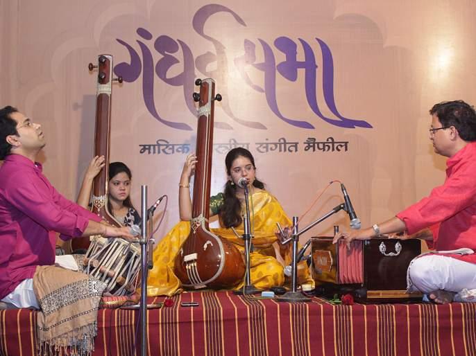 Sindhudurg: Devshree Navghare's Youth Gandharva honored by Gandharva Foundation in Kankavali. | सिंधुदुर्ग : कणकवली येथील गंधर्व फाऊंडेशनच्यावतीने देवश्री नवघरे यांचा युवा गंधर्व सन्मानाने गौरव