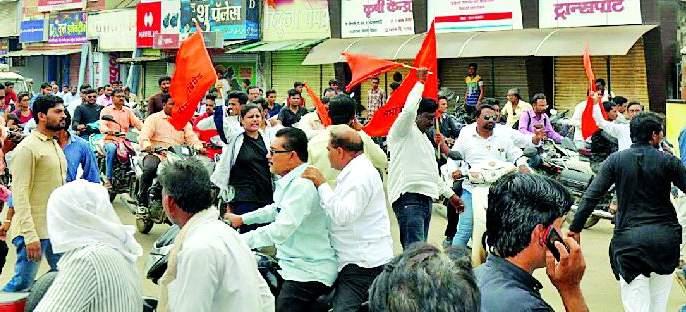 The movement of the Maratha Kranti Morcha | मराठा क्रांती मोर्चाचे ठिय्या आंदोलन