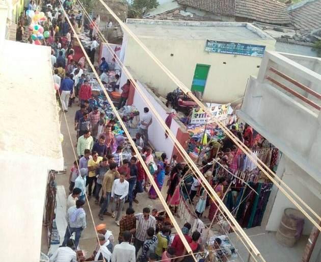 Traditional cultural fest gets great response besides heavy cold in Gadchiroli   बोचऱ्याथंडीतही गडचिरोलीतील मंडईला जोरदार प्रतिसाद