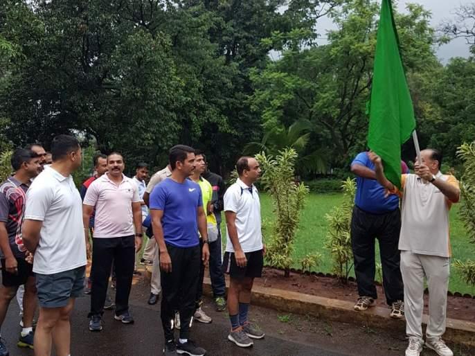 Kolhapur: Marathon starts the health of the police | कोल्हापूर : पोलिसांच्या आरोग्यासाठी मॅरेथॉनची सुरुवात