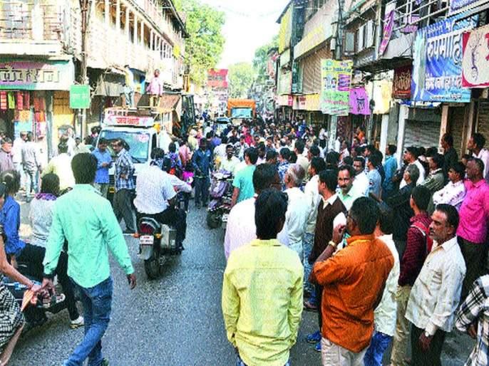 Action against encroachment on Sunday in Karanja: Notice to 50 VPs | रविवार कारंजावर अतिक्रमण विरोधी मोहीम मनपाची कारवाई : ५० व्यापाºयांना नोटिसा