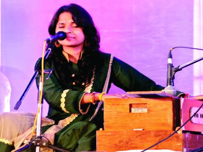 Sawantwadi's second day of Municipal Corporation's Tourism Festival was a memorable, classical song by Sawantwadi residents. | सावंतवाडी पालिकेच्या पर्यटन महोत्सवाचा दुसरा दिवस ठरला यादगार, शास्त्रीय गायनाने सावंतवाडीवासीय मंत्रमुग्ध