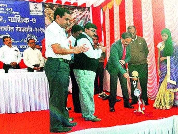 Industrial revolution of Robotics Mahesh Jigde: inaugurated by the Directorate of Business Education and Training | रोबोटिकची औद्योगिक क्रांती महेश झगडे : व्यवसाय शिक्षण व प्रशिक्षण संचालनालयाच्या वतीन तंत्रप्रदर्शनाचे उद््घाटन