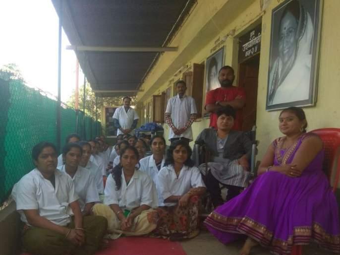 32 women's 'we-Kranti' in Chalisgaon | 'सुई- दो-या'ने सांधली स्वप्न आनंदाची...., चाळीसगावात ३२ महिलांची 'हम क्रांती'