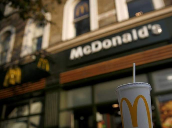 Permission denied to McDonald woman wore hijab headscarf | हिजाब घातल्याने महिलेला मॅकडॉनल्डमध्ये नाकारली परवानगी