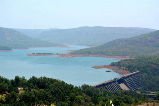Satara: Damage to Neera valley damaged, Damage to Vir Dam | सातारा : नीरा खोऱ्यातील धरणांची स्थिती चिंताजनक, वीर धरणात मर्यादित पाणीसाठा