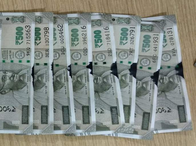 coloured and torned rupees received from ATM | एटीएममधून निघाल्या ५०० रुपयाच्या फाटक्या व रंग लागलेल्या नोटा