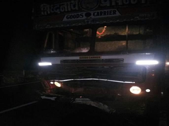 Massacre of the people: The pedestrian was killed in a container on the highway in Shivhol city of Vilholi village. | जमावाकडून दगडफेक : विल्होळी गावाच्या शिवारात महामार्गावर कंटेनरच्या धडकेत पादचारी ठार