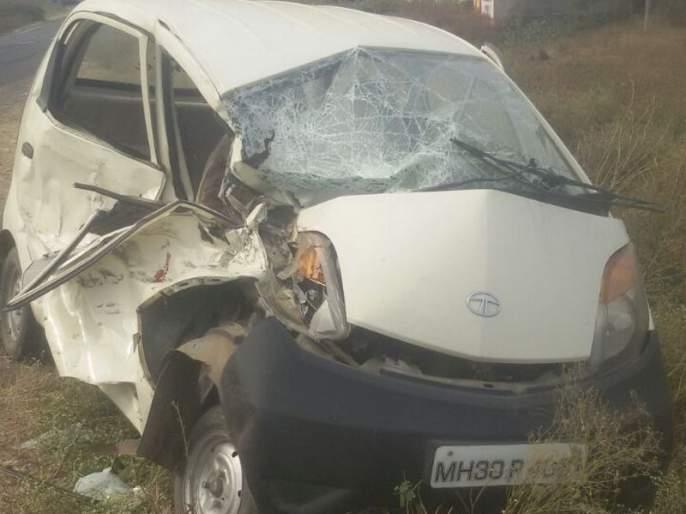 Five seriously injured in a car crash in Akola | कार अपघातात अकोल्यातील दुबे परिवारातील पाच गंभीर