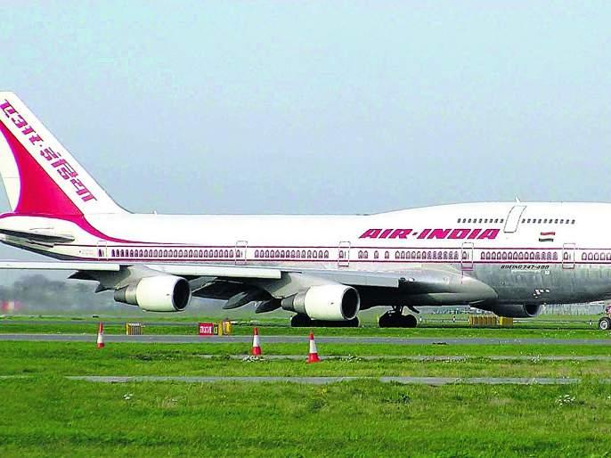 contractual ground staff of Air India Air Transport Services Limited (AIATSL) at Mumbai airport are on a strike   दिवाळी बोनससाठी प्रवासी वेठीस, एअर इंडियाचे कर्मचारी संपावर