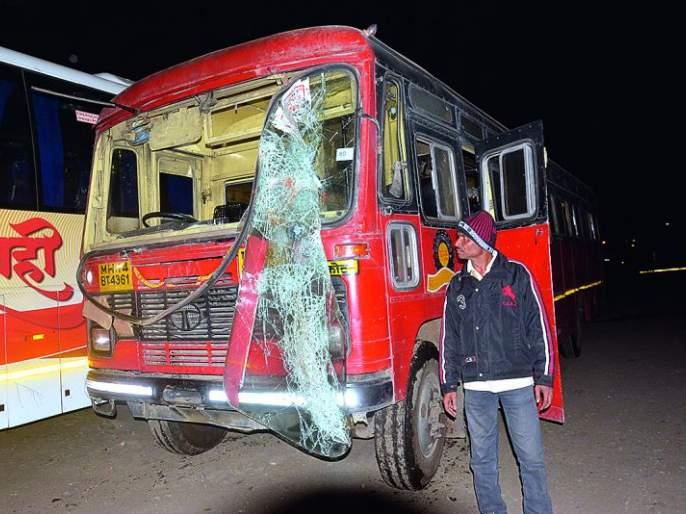 District of Karegaon Bhima collapses: A bus accident in Akola, Akot and Blacksmith | कोरेगाव भीमा घटनेचे जिल्हय़ात पडसाद : अकोला, अकोट, लोहार्यात बसची तोडफोड