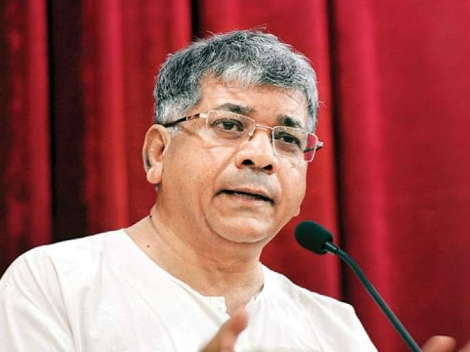 I can not control the situation, the Chief Minister is in the hands of Pranab Ambedkar | मी परिस्थिती कंट्रोल करु शकत नाही, शांतता टिकवणं आता मुख्यमंत्र्यांच्या हातात - प्रकाश आंबेडकर