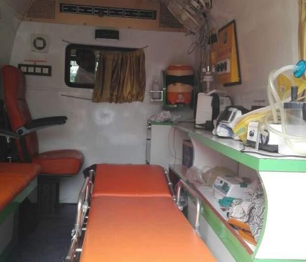 Ratnagiri: Now a free vehicle for donor transport, Bombay Blood Group's initiative | रत्नागिरी : आता रक्तदात्यांच्या वाहतुकीसाठी मोफत वाहन,बॉम्बे ब्लड ग्रुपचा उपक्रम