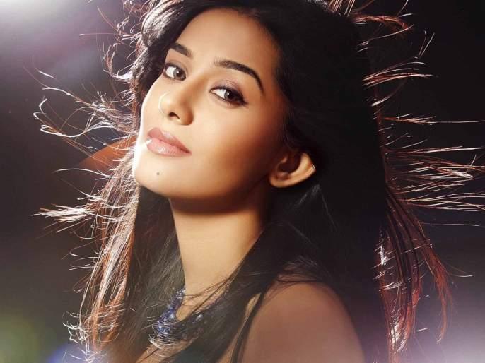 amrita Rao to play Meenatai in Bal Thackeray biopic | अमृता राव साकारणार मीनाताई ठाकरे यांची भूमिका!