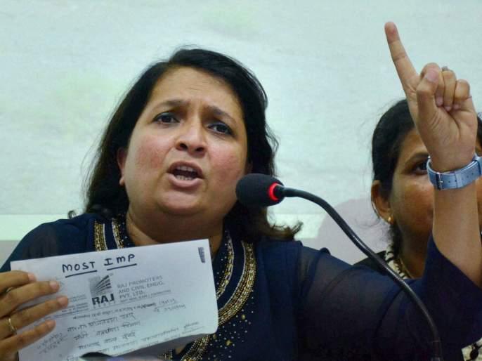 Arrest warrant orders issued against anjali damania | अंजली दमानियांविरूद्ध जारी केलेले अटक वॉरंटचे आदेश रावेर न्यायालयाकडून रद्द