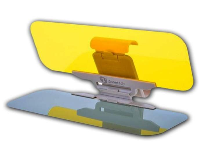 Antigler freighter that provides relief to the driver from intense lighting | प्रखर प्रकाशापासून वाहन चालकाला दिलासा देणारे अॅन्टीग्लेअर व्हायझर