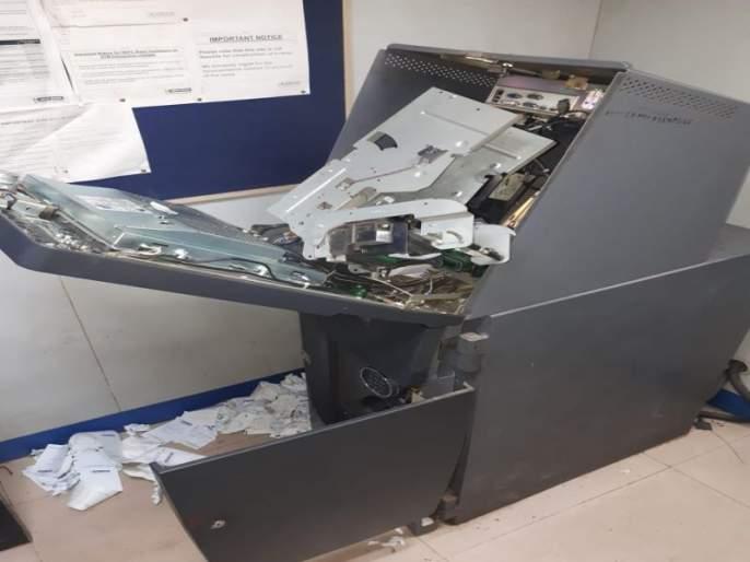 Due to the alert of the citizens, they caught three thieves who smashed ATMs in Munshi   नागरिकांच्या सतर्कतेमुळेमुंढव्यात एटीएम फोडणाऱ्या तीनचोरट्यांना पकडले