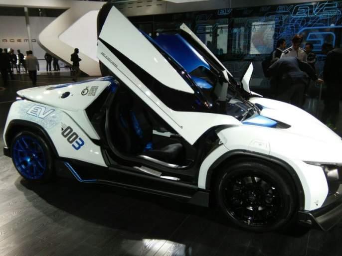 many new vehicles launched with start of autoexpo 2018 | भव्य 'कार'नामा... वाहन उद्योगाची सैर घडवणारे Auto Expo 2018
