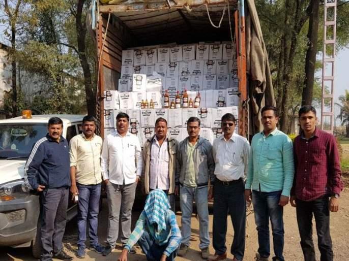 89 lakhs of liquor was seized with the truck going to Dhadgaon via Gujarat   धडगावमार्गे गुजरातमध्ये जाणारा ट्रकसह 89 लाखांचा मद्यसाठा जप्त