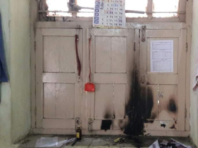 Petrol bottles, books burned at Parbhani's Sangh's office; Hardest police settlement in the city | परभणीत संघाच्या कार्यालयात फेकली पेट्रोलची बॉटल, पुस्तके जळाली; शहरात कडक पोलीस बंदोबस्त