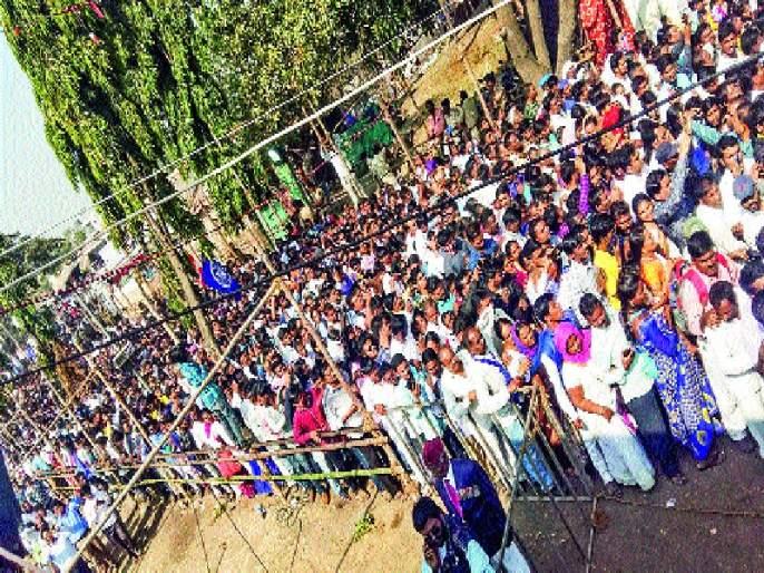 Vijayadhambas salute millions, Vijayadin peacefully in peace; Samta Sainik Dal's Disciplined Practice | विजयस्तंभास लाखोंची मानवंदना, चोख बंदोबस्तात शांततेत विजयदिन; समता सैनिक दलाची शिस्तबद्ध कवायत