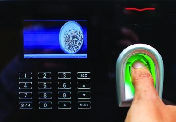 Biometric use for presence in 600 government offices in Parbhani district | परभणी जिल्ह्यातील ६०० शासकीय कार्यालयात उपस्थितीसाठी बायोमॅट्रिकचा वापर