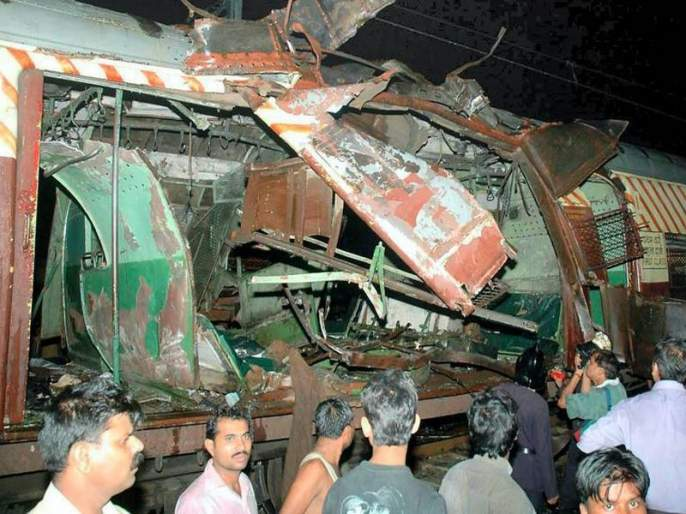 12 Years Of Mumbai Local Train Blast Why terrorist choose monsoon season for bomb blast | 12 Years Of Mumbai Local Train Blast : पावसाळ्यात का होतात बॉम्बस्फोट?
