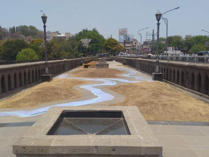 no response to bund garden art plaza | बंड गार्डन अार्ट प्लाझा कलाकारांच्या प्रतिक्षेत