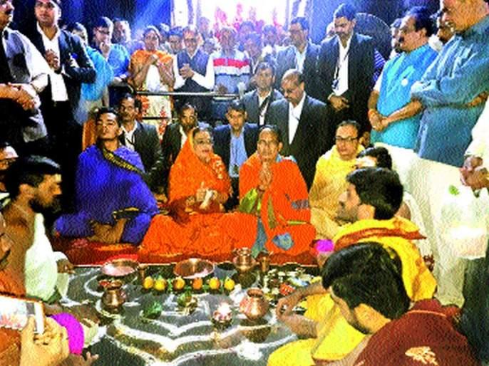 Madhya Pradesh Chief Minister Trimbakrajaja Darshan!   मध्यप्रदेशच्या मुख्यमंत्र्यांकडून त्र्यंबकराजाचे दर्शन !