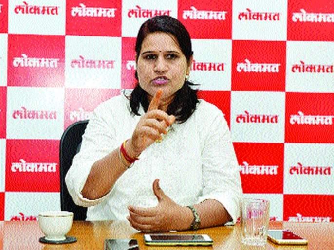Ranagini's voice for free sanitary napkins | मोफत सॅनिटरी नॅपकिनसाठी रणरागिणीचा 'आवाज'