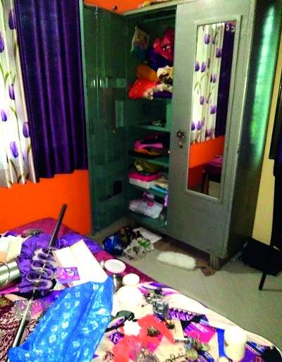 Shriramapura burglary; 75 thousand goods lump | श्रीरामपुरात घरफोडी; ७५ हजारांचा माल लंपास