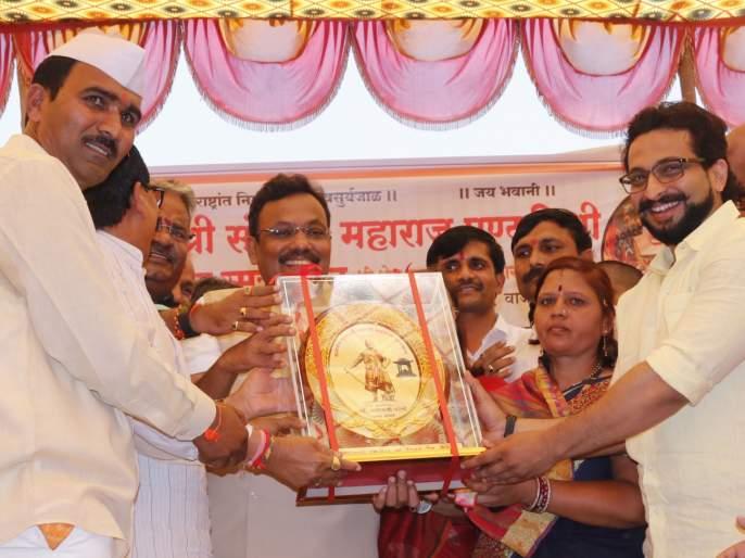 The presence of Amol Kolhen in Shambhu Raj's sacrifice remembered | शंभूराजांच्या बलिदान स्मरणदिनाला अमोल कोल्हेंची उपस्थिती